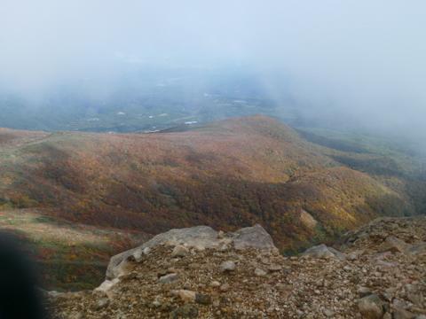 山頂付近から見た紅葉-1.JPG
