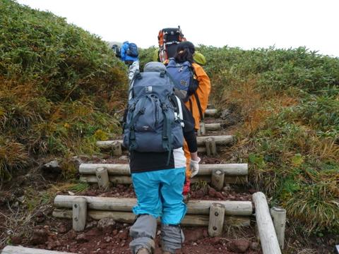 栗駒山へ向かう登山者-1.JPG