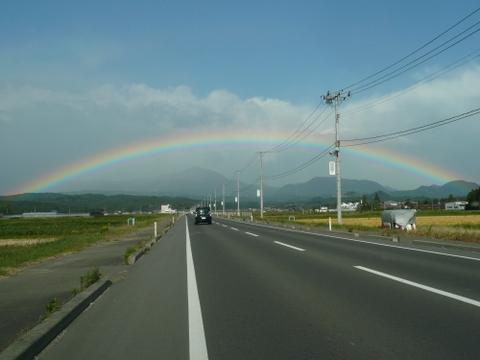 虹に囲まれた泉ヶ岳.JPG